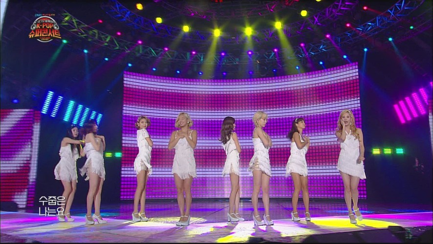 Girls' Generation - Gee (K-POP SUPER CONCERT)