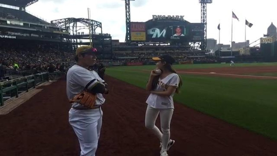 T-ara Hyomin's Pittsburgh Baseball pitching live