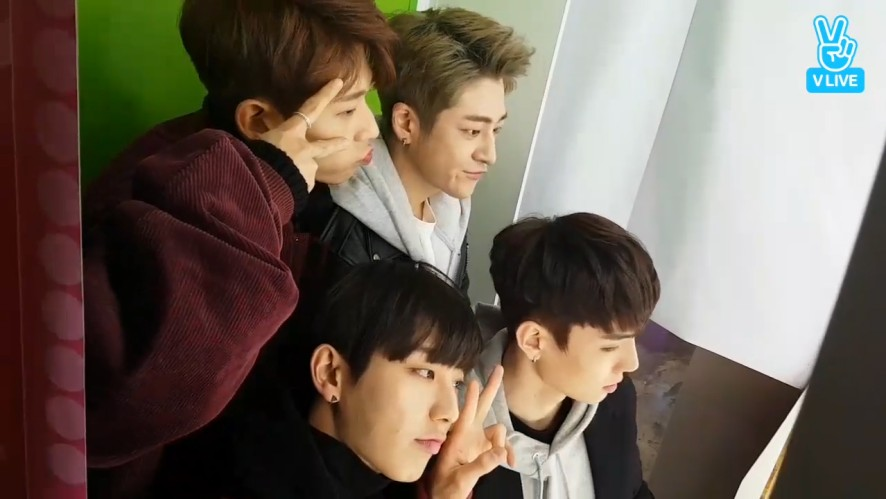 [BOYS24] 스사 찍는게 귀여운 고고팸(Gogofam taking sticker photos)