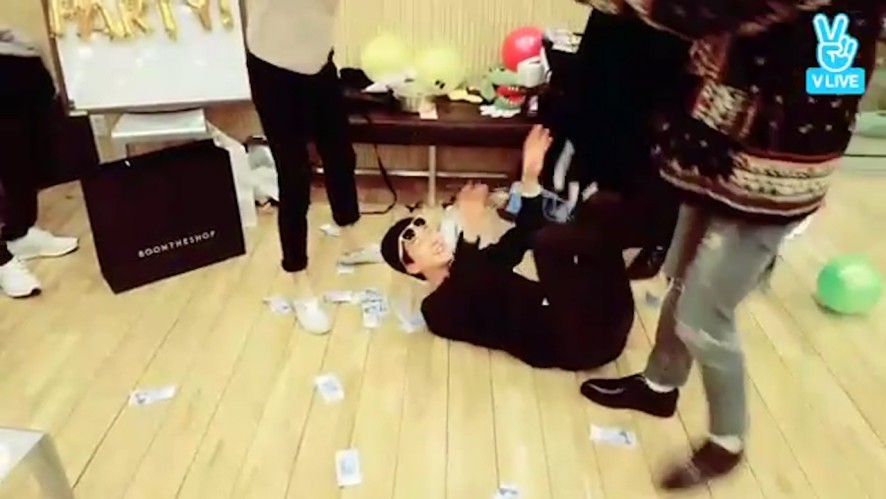 [WINNER] 스물여섯쨜 승후니의 생일선물🎉  (Happy Birthday to SeungHoon!)