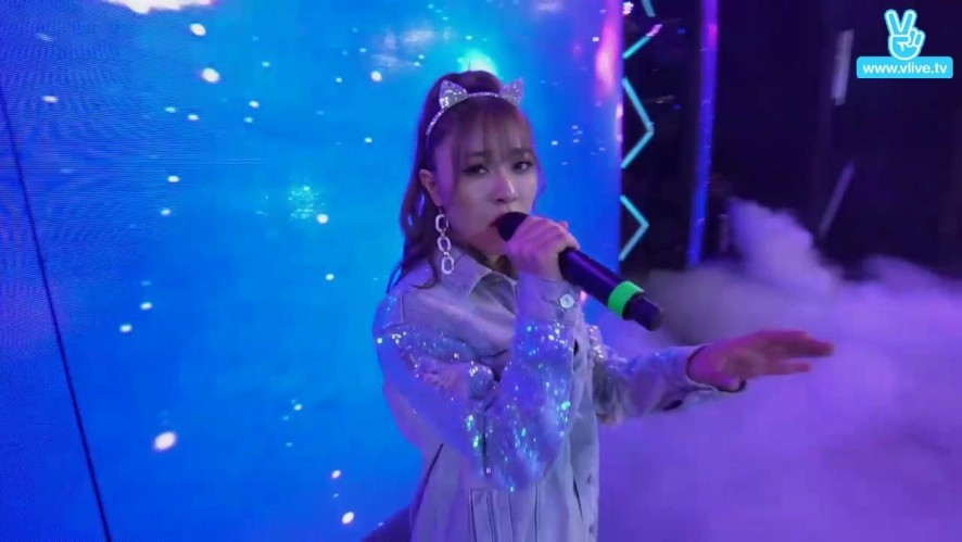 Thu Hoa's stage in V LIVE YEAR END PARTY 2016