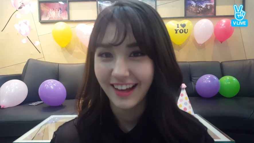 [SOMI] 솜타민 체크체크💛✔️ (SOMI's first time at VLIVE!)