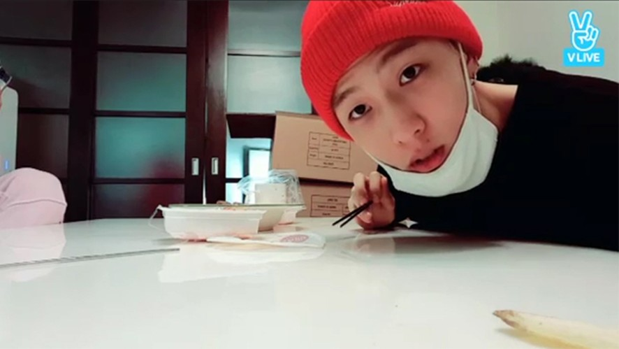 [iKON] 동동이와 김바비의 모닝 고기 🍖  (DONGHYUK cooking meat for Bobby)