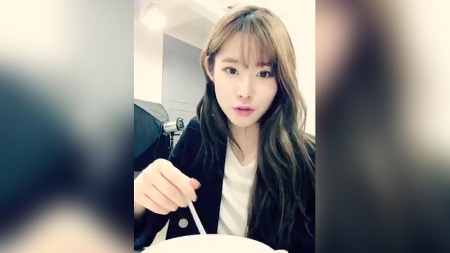 차희 광고촬영 쉬는 시간!