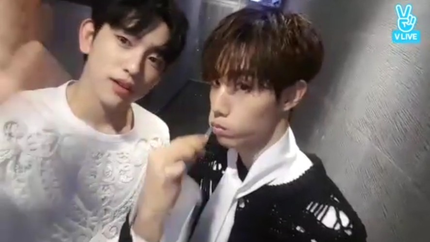 [GOT7] 다시보는 맠퉤의 치카푸카 양치방송😁✨ (Mark&Youngjae brushing their teeth)