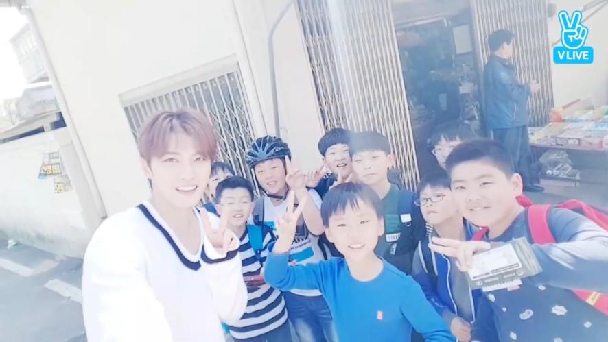 [KIM JAE JOONG] 07년생 후배들을 만난 재중센빠이🌟  (JaeJoong meeting schoolchild)