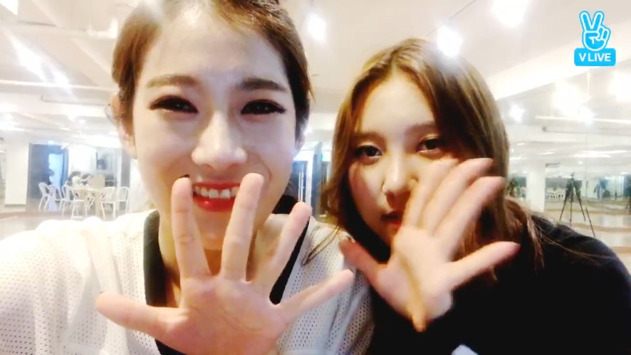 [PRISTIN] 레레와 배숭이의 달밤브이앱🌙 (Rena&Sung Yeon dancing and singing V)