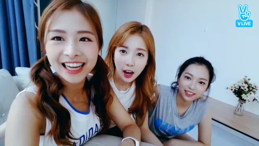 [APRIL] 사이 좋은 사월이들 사랑하세요 악수하세요 뽀뽀하세요💕 (Yena&Naeun's episode in their room)