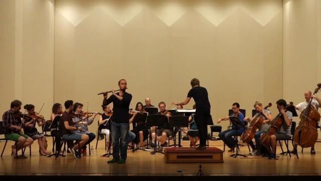 플루티스트 필립 윤트 무대에 서다 (flautist philipp jundt on the stage)