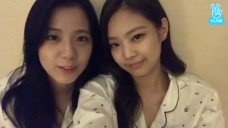 [BLACKPINK] We saw... 젠츄! They so... 귀여워! (Jennie&Jisoo speaking english)