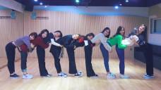 """TWICE(트와이스) """"Heart Shaker"""" Dance Video (Practice Room Ver.)"""